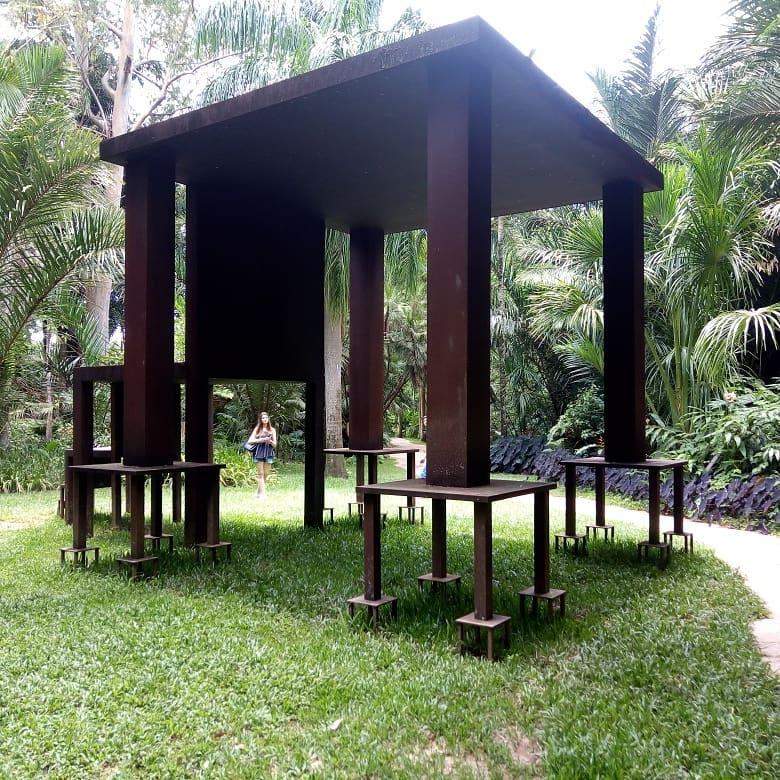 Escultura em Inhotim